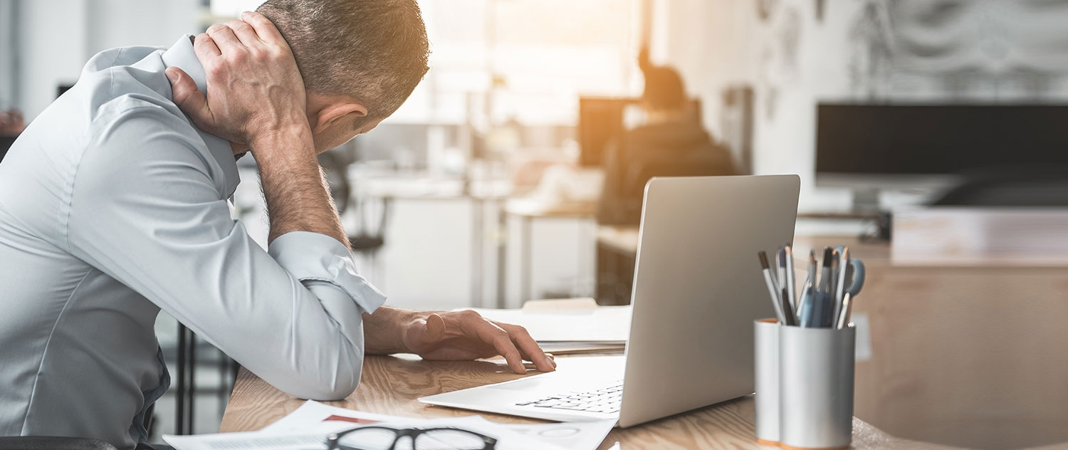How Using Computers and Smartphones Can Affect Neck and Spine Health